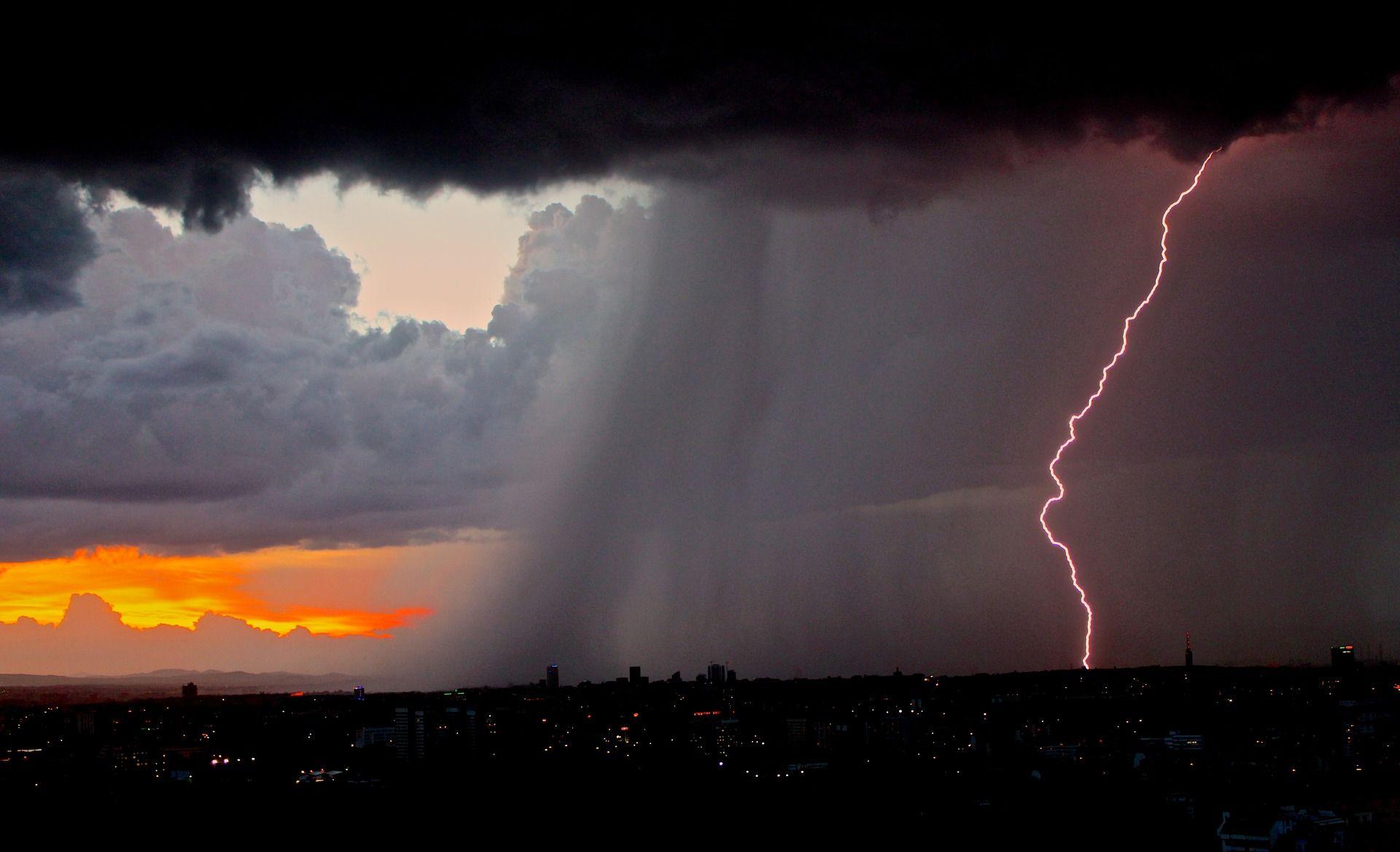 En First Technology, Inc. estamos para ofrecer Información y datos técnicos sobre la implementación de sistemas de protección contra rayos y tormentas